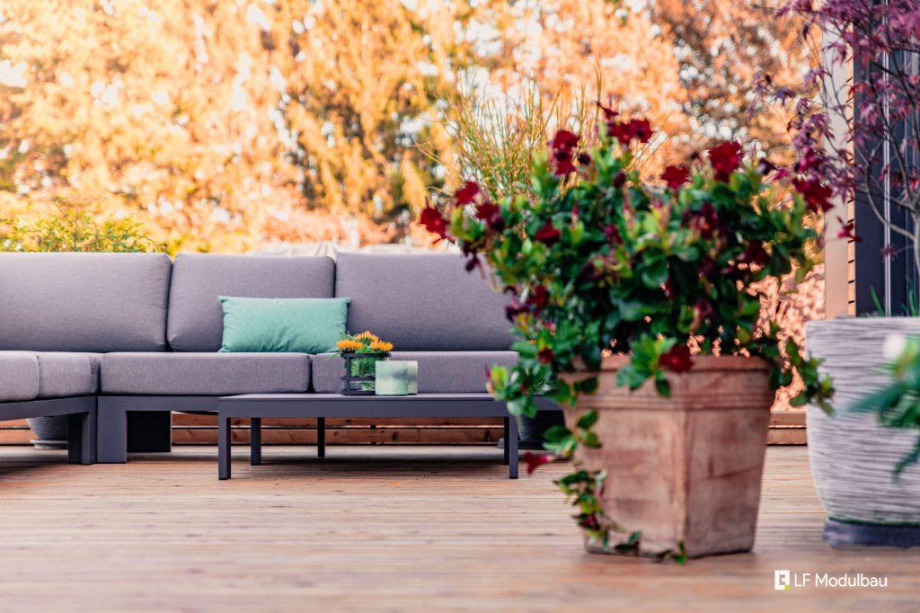 Die Terrasse unseres Fertighauses in Modulbauweise - LF Home V
